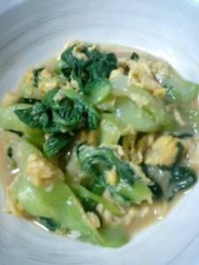 チンゲン菜と卵のオイスターソース炒め