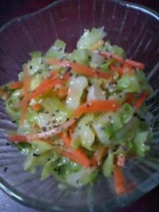 キャベツとニンジンのサラダ