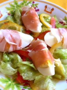 生ハムゆでたまご巻きサラダ