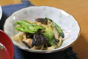 チンゲン菜ともやしと椎茸のオイスター炒め