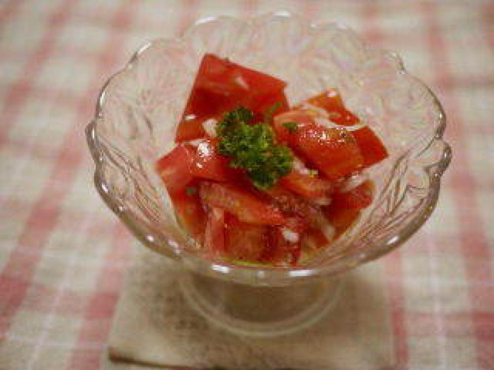 切って混ぜるだけ♪フレッシュトマトサラダ