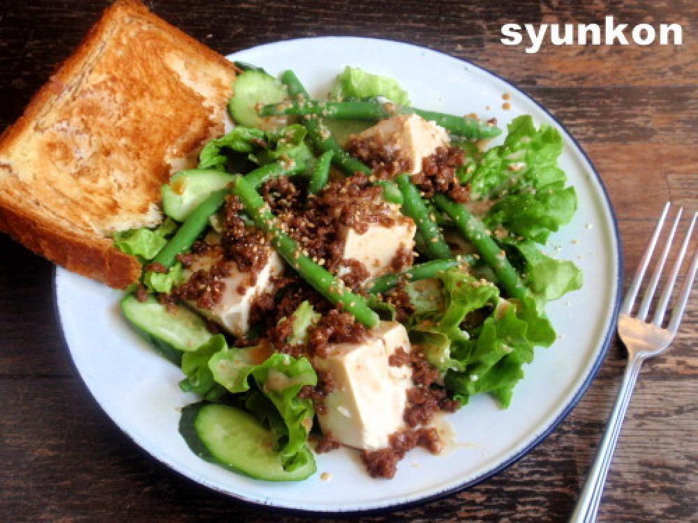 豆腐とひき肉のおかずサラダ