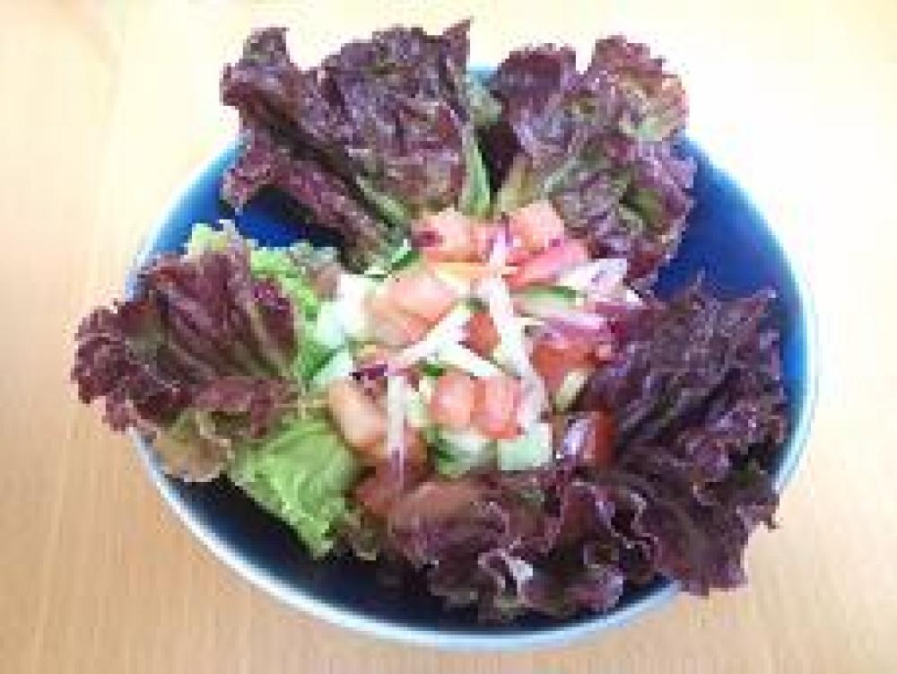 ワサビドレッシングで野菜サラダ