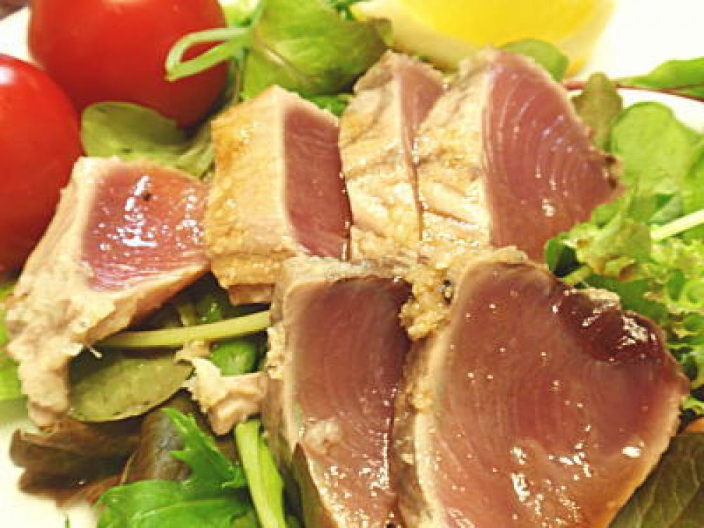 鰹(かつお)のマリネ風たたきサラダ