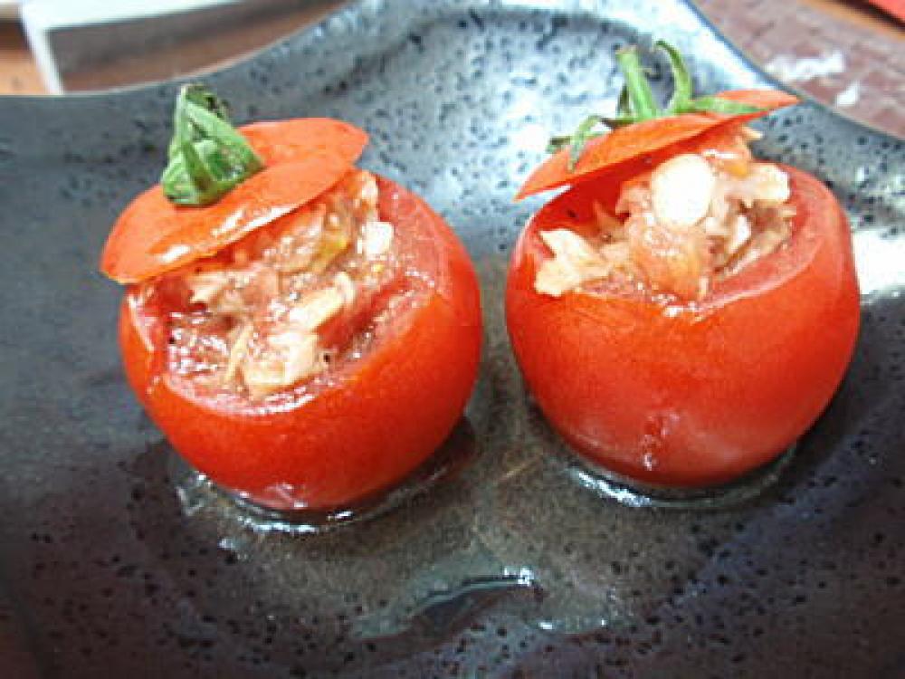 トマトのかわいいカップサラダ