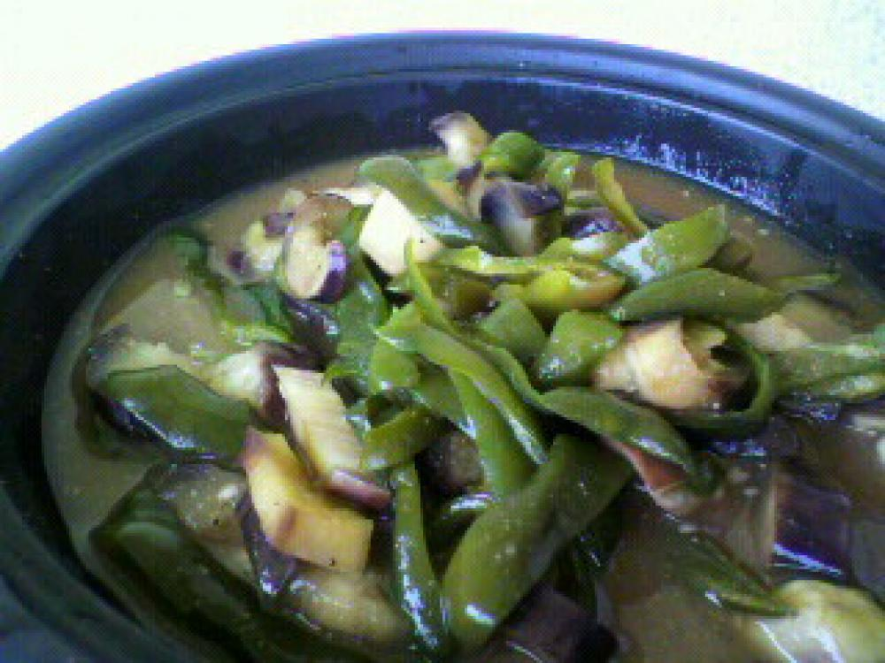 夏野菜の味噌タジン