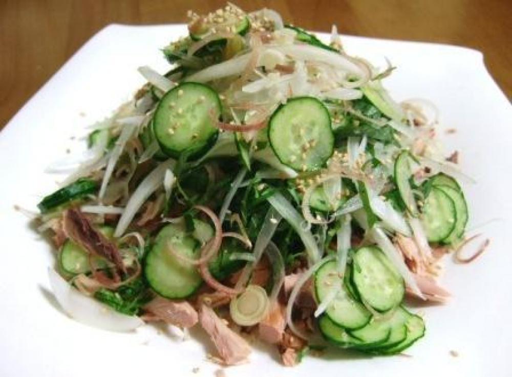 焼節と香味野菜をたっぷり使ったサラダ
