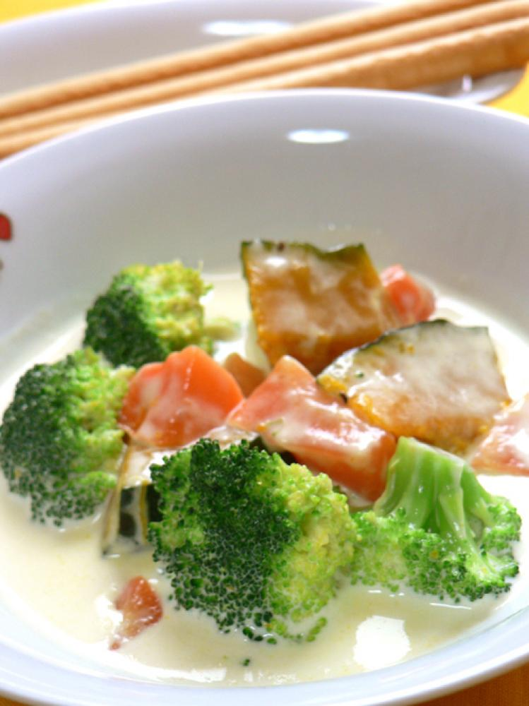 彩り温野菜のチーズクリーム煮