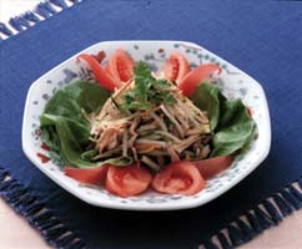 蒸し鶏と野菜のごま味ピリカラサラダ