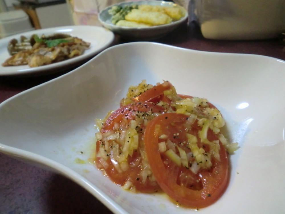 トマトのオニオンドレッシングサラダ