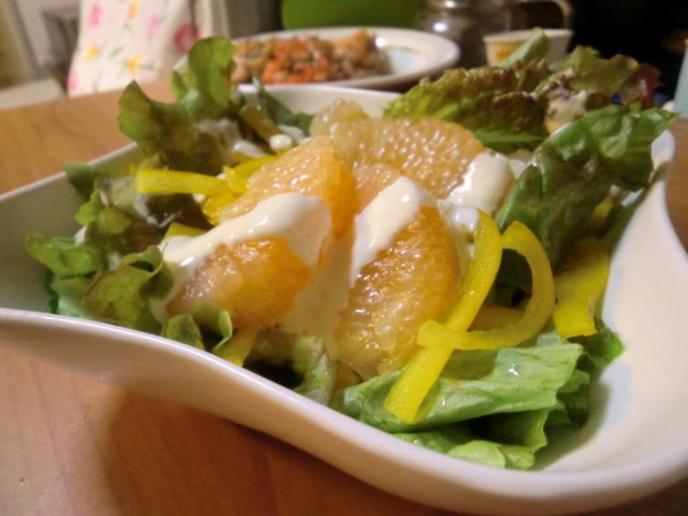 サニーレタスとグレフルのヨーグルトサラダ