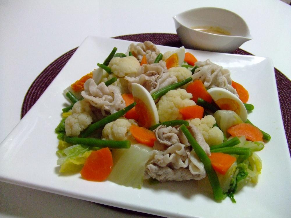 豚しゃぶと温野菜の彩サラダ風♪