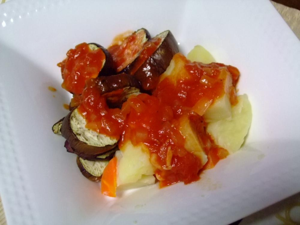 春の温野菜ёトマトソースで