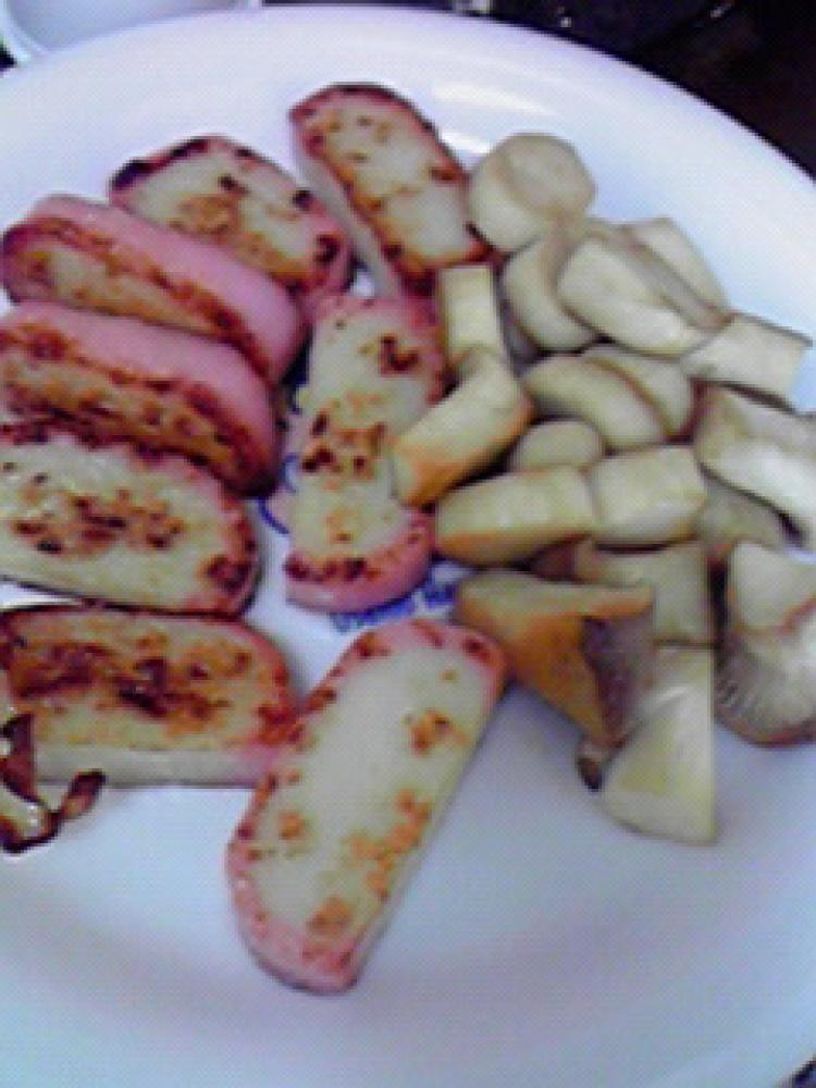 簡単おいしい☆かまぼことエリンギの炒め物