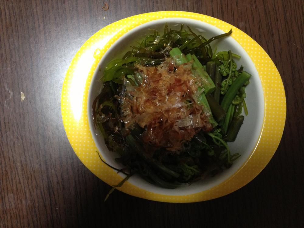 ワラビと海藻のポン酢和え