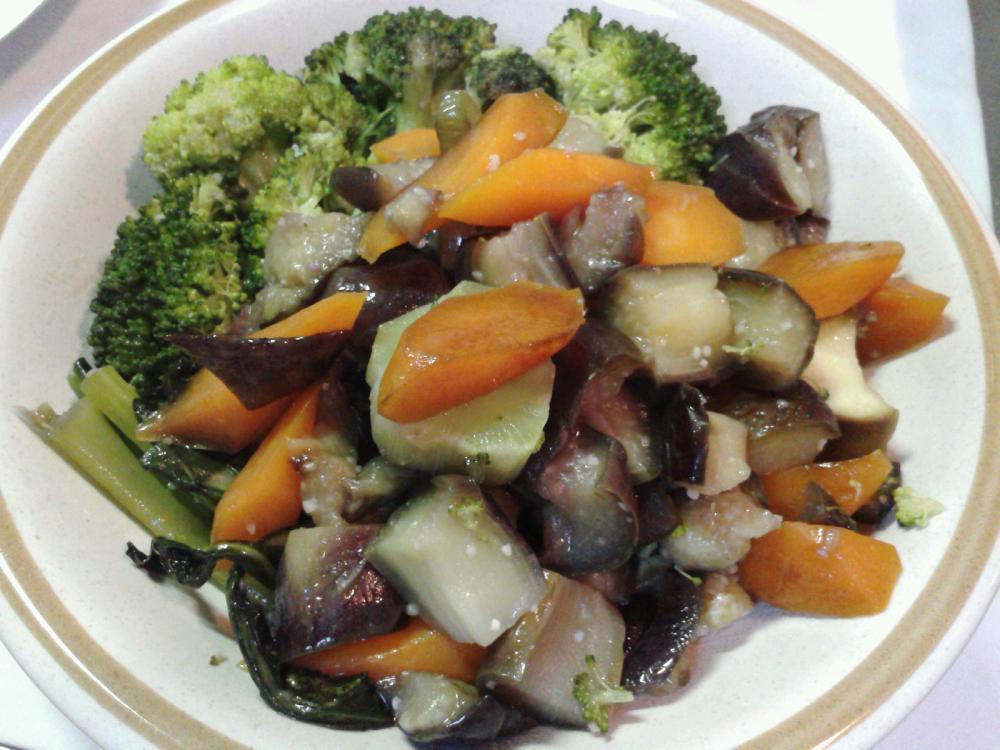 簡単おいしい☆野菜のオリーブオイル蒸し♪