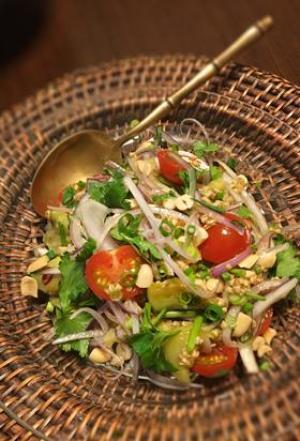 タイ風オーツ麦とパクチーの焼きなすサラダ